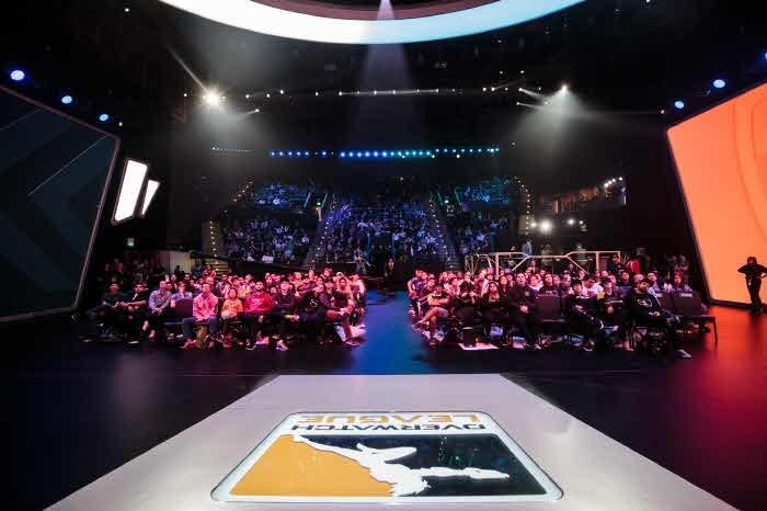 크기변환_Blizzard_Arena_Crowd_(Finals).jpg