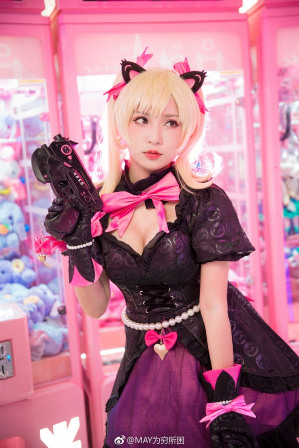 Armed-Big-Guns-Black-Cat-Dva-Cosplay-7-600x900.jpg