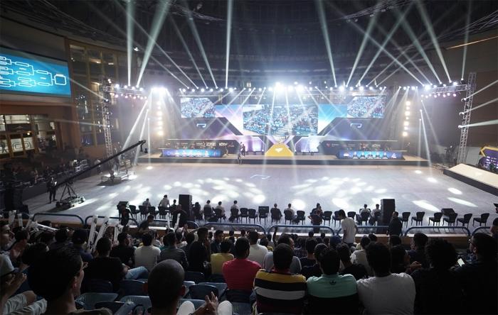 [스마일게이트 엔터테인먼트] CFS 인비테이셔널 이집트 2019 무대 전경.jpg