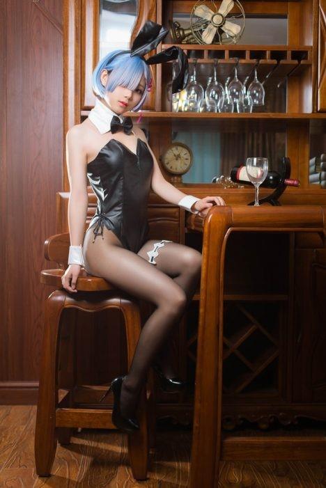 Ravishing-Rem-BunnyGirl-Cosplay-Bar-2-468x701.jpg